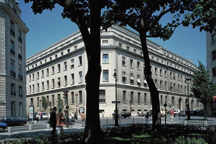 Façade du nouvel immeuble du siège de la Banque de France (extension 1950)